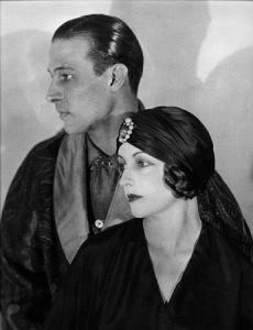 Rodolfo Valentino posa con la sua seconda moglie, 1924 Natacha Rambova