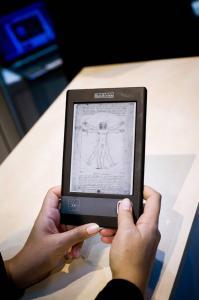 L'uso dell'e-book, Salone del Libro, Parigi, 2008. Fonte: INDIRE-DIA, Olycom spa