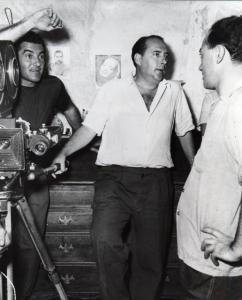 """Rossellini durante le riprese di """"Stromboli, terra di Dio"""" (1949)"""