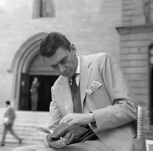 Fenoglio a Ginevra. Foto Aldo Agnelli - Archivio Centro Studi Beppe Fenoglio