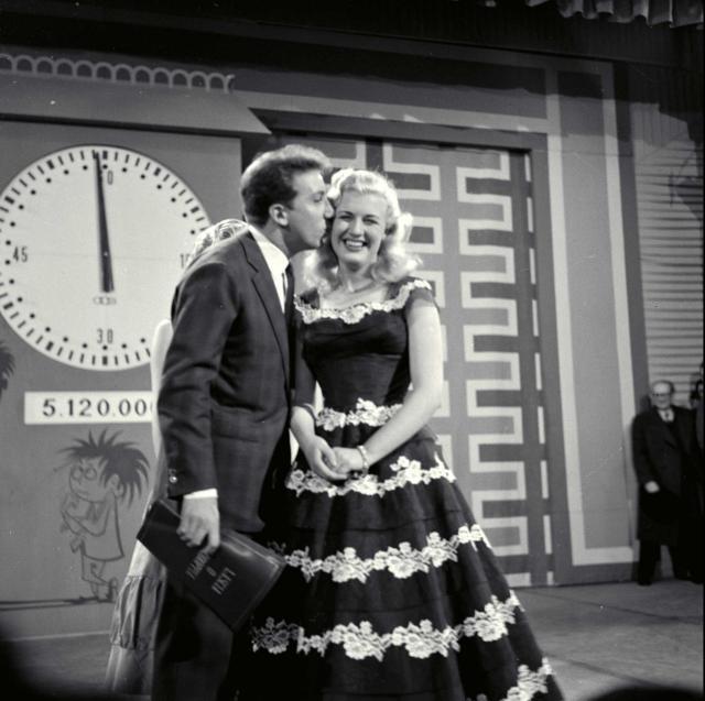 """Mike Bongiorno in """"Lascia o raddoppia?"""", 1956"""