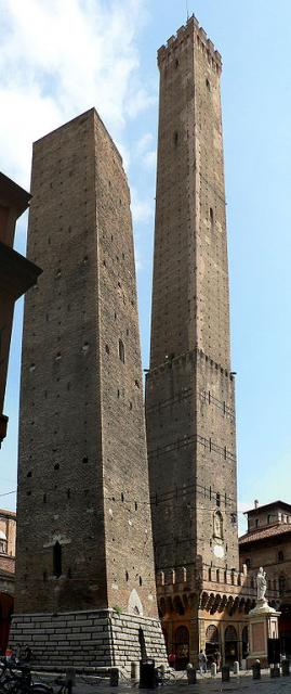 Bologna, le due torri: Garisenda e Asinelli