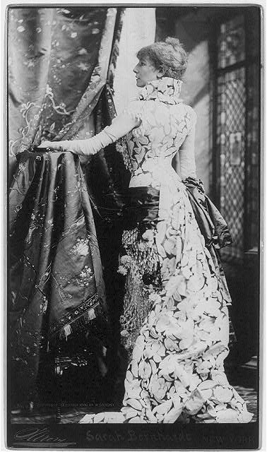 Sarah Bernhardt vestita da Worth, 1880